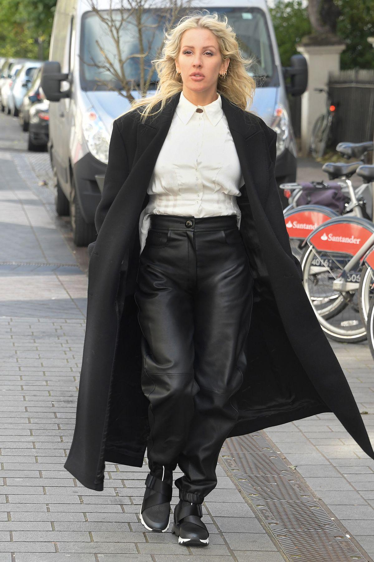 Ellie Goulding trägt Sneaker von Sorel