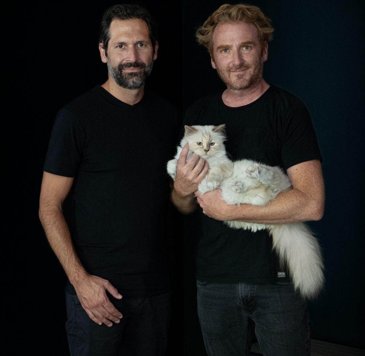 Dr. Mathias Wahrenberger und Sebastian Frank mit Karl Lagerfelds Katze Choupette.