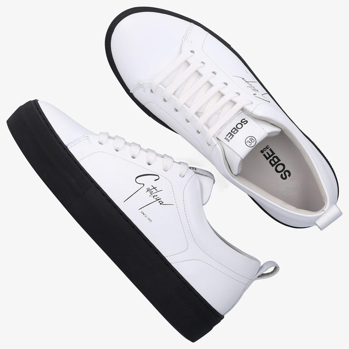 Sneaker Cataleya von mybudapester.com und Samra