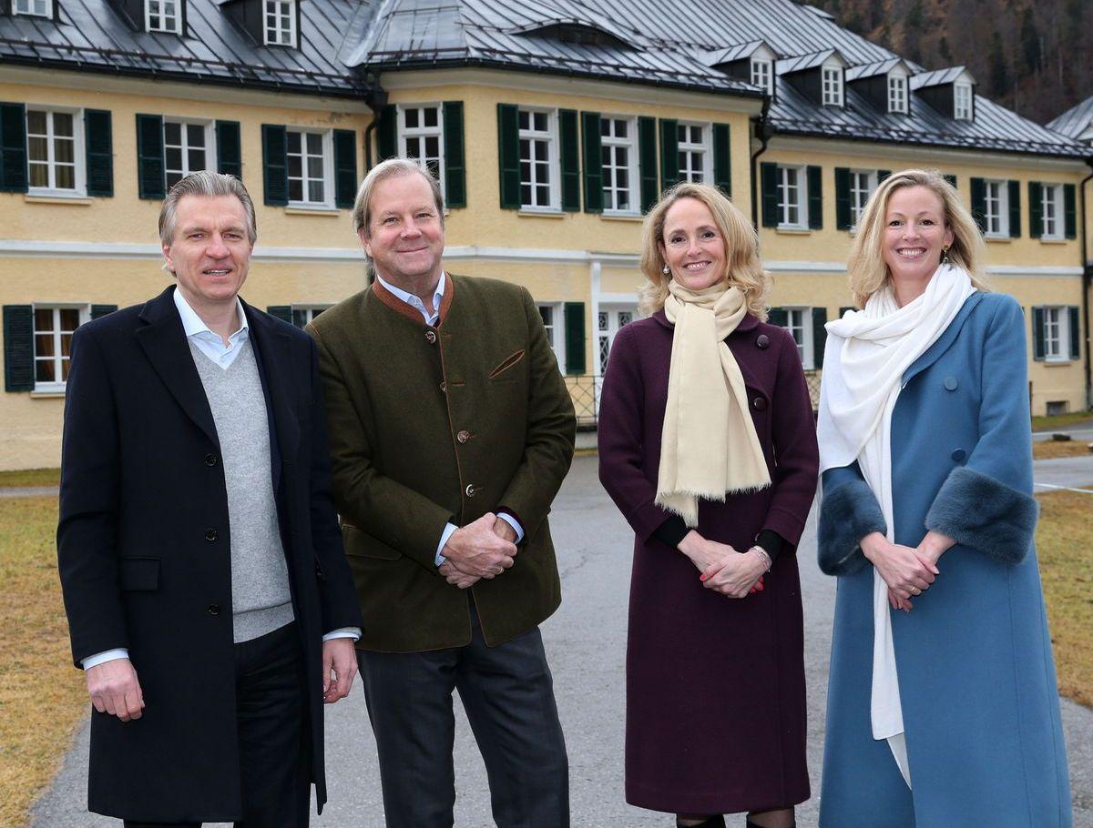 Korbinian Kohler mit Vorbesitzer Andreas von Maltzan, Marie Caroline von Württemberg und ihrer Schwester Anna
