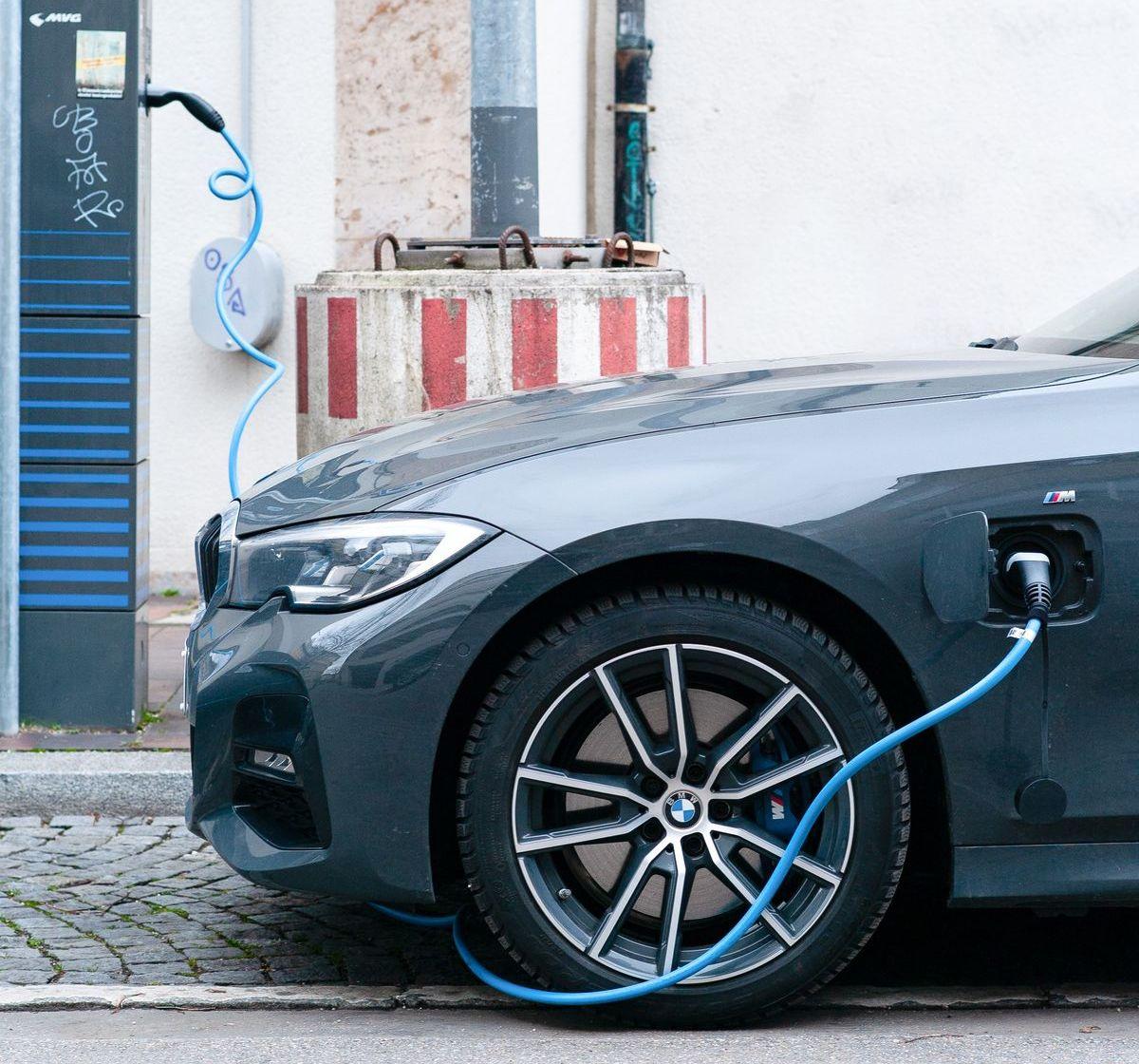 Mehr Bewegung bei Ladesäulen für Elektroautos