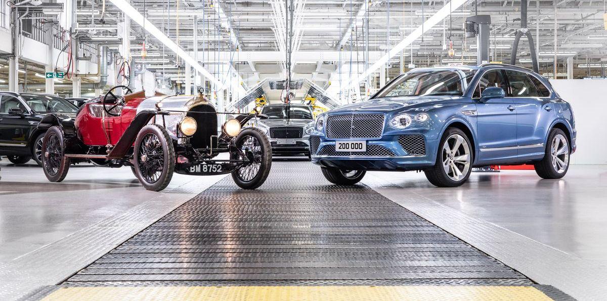 Der 200.000ste Bentley mit dem ältesten noch existierenden Fahrzeug, einem EXP2 von 1920.