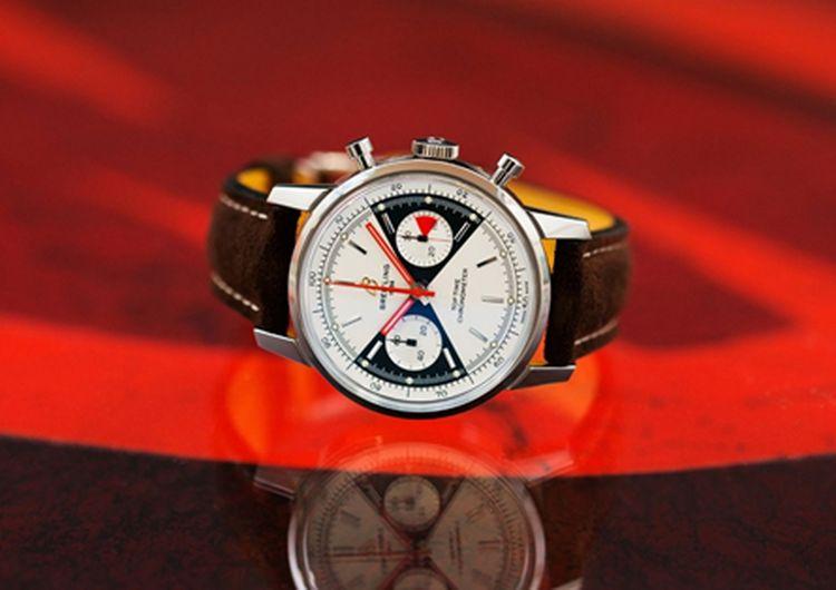 Eine moderne Version des Modells Top Time von Breitling, das von James Bond in Thunderball getragen wurde.